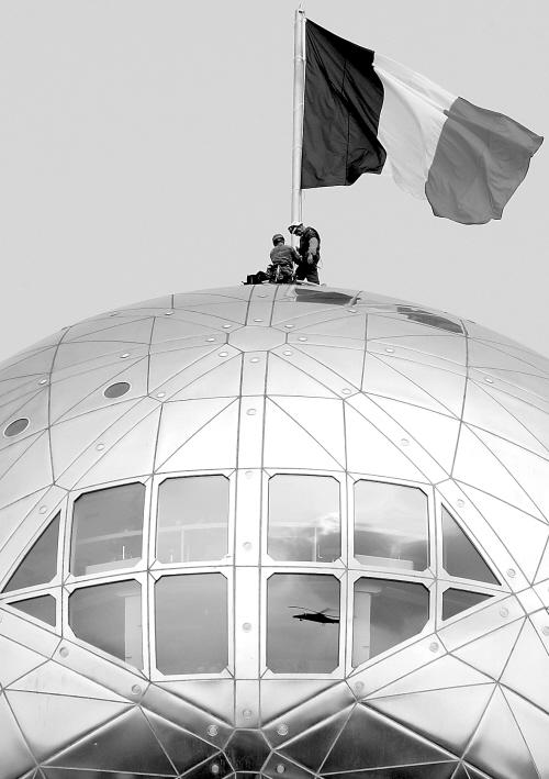 比利时纪念原子塔建成