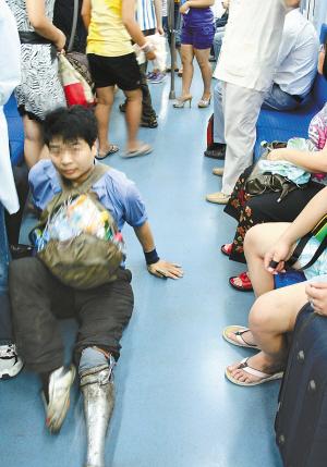 京地铁列车行乞
