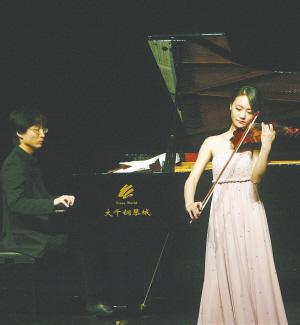 久石让钢琴曲梦幻之旅音乐会演奏现场. 本报记者 陈德雄 摄