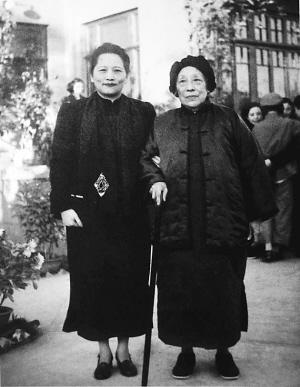 1949年,宋庆龄与何香凝在北京.