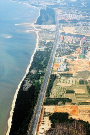 走进儋州市白马井镇的滨海新区,只见新楼林立,正在进行装修的商场
