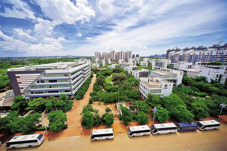 2014年,海南生态软件园园林式的办公环境.本报记者 李幸璜 摄