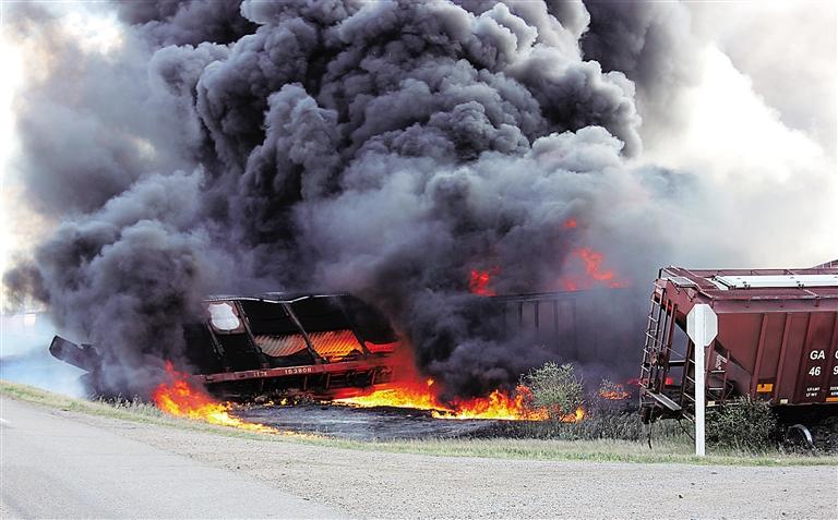 加拿大发生火车出轨事故图片