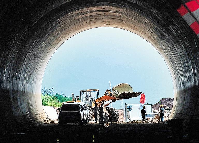 海南日报数字报-西环高铁6隧道贯通