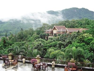 万宁市位于海南岛东南部沿海(东经110.39°北纬18.