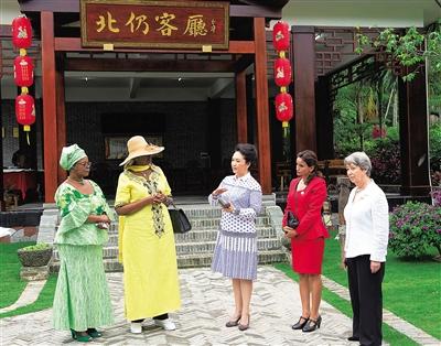 铃木玛吉特水密少女_下午4时许,奥地利总统夫人玛吉特,乌干达总统夫人珍妮特,赞比亚总统
