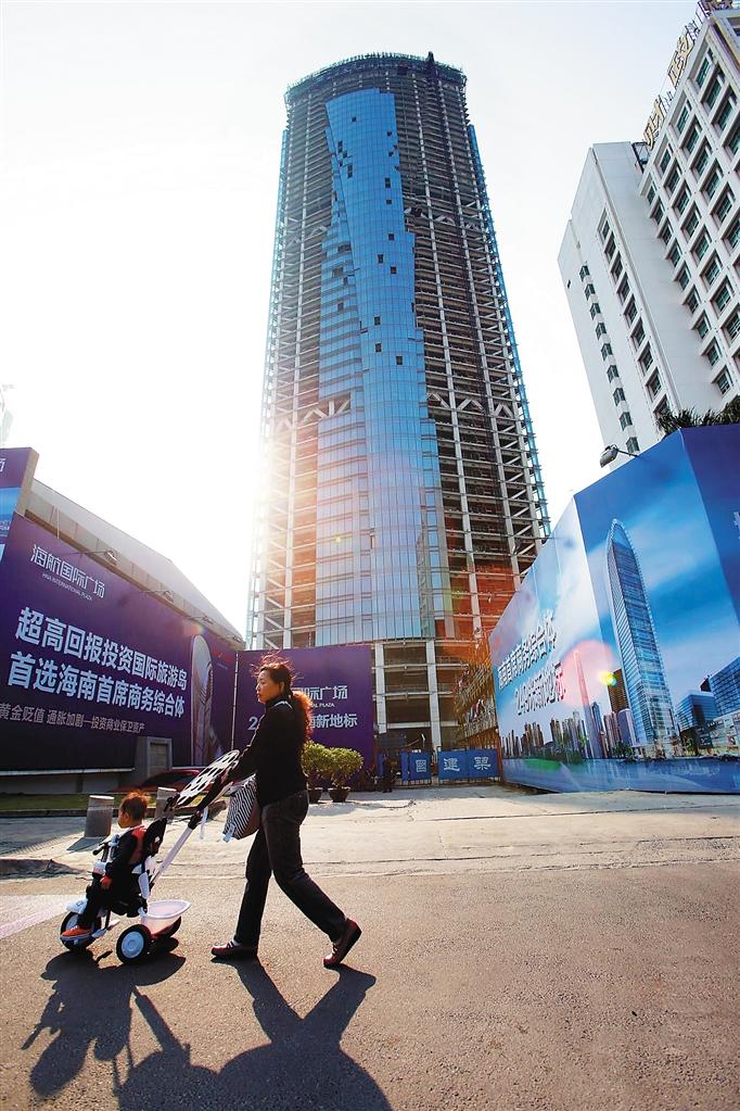 海口市滨海大道上的海航国际广场,主体建筑高度249.