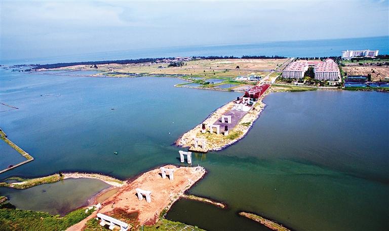 盈滨半岛海湾大桥位于澄迈老城镇盈滨旅游度假区,建成后将成为盈滨