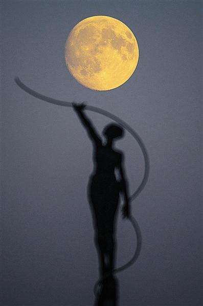 关于月亮的诗配画_月亮的诗