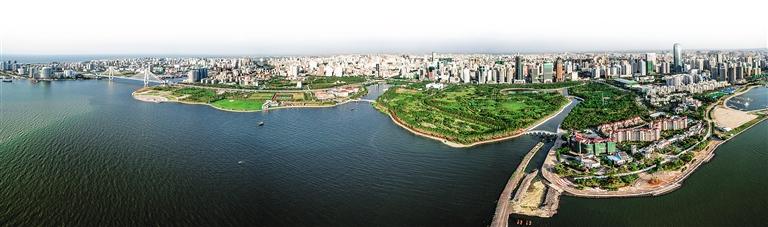 海口湾畔,万绿园,滨海公园,世纪公园三园在空间上是一个整体,之间