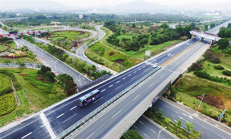 图为恢复通车的g98环岛高速藤桥互通立交段(右幅).