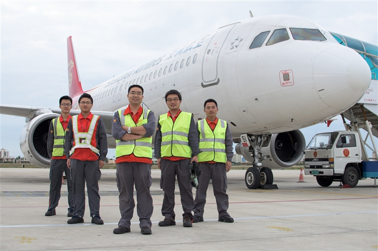 机务人员是守护飞机安全运行的使者,每架飞机安全起降的背后都有