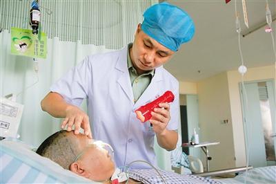 我国脑出血发病率不断增加,致死率也不断增加,传统治疗方法是骨瓣开颅
