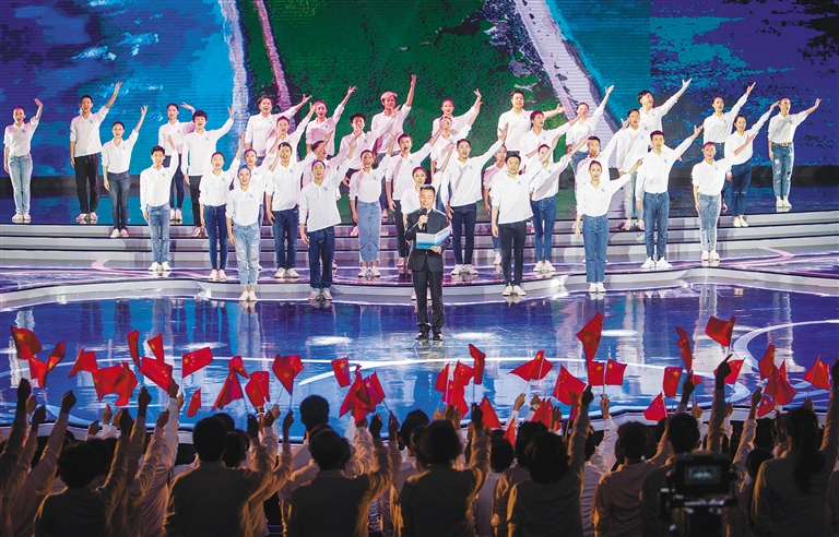 """""""中国诗会青春三沙""""大型诗歌朗诵晚会现场.本报记者 宋国强 摄"""