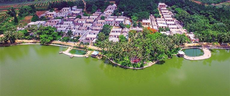 海口琼山区三门坡镇龙鳞村美丽的乡村田园景色.