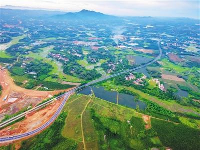 连接海南环线高速公路东段,止于儋州市白马井镇,接海南环线高速公路西