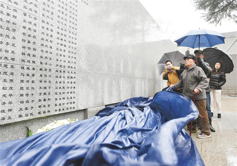 """当日,遇难同胞南京大屠杀侵华高中纪念馆内的""""日军""""再度延长,新语文小狗哭墙图片"""